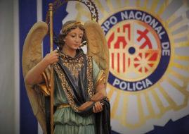 FELICITAMOS A LA POLICIA ESPAÑOLA EN EL DIA DE SUS PATRONES