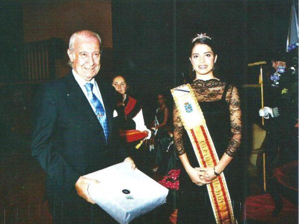 José Antonio Quiroga, junto a Laura Rey, Meiga Mayor 2005, en la Fiesta del Aquelarre de la que fue pregonero