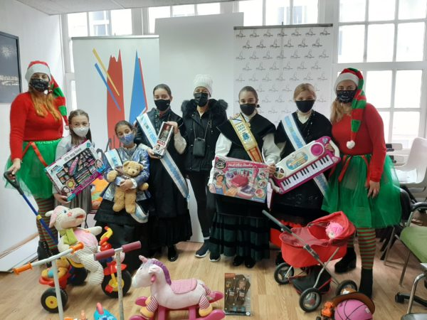 THE GREATEST CHILDREN'S MEIGA, DELIVERS THE TOYS TO THE TOY BANK OF LA CORUÑA